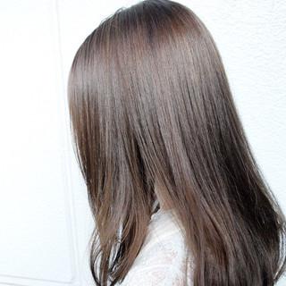セミロング ブリーチ アッシュグレージュ ブリーチオンカラー ヘアスタイルや髪型の写真・画像