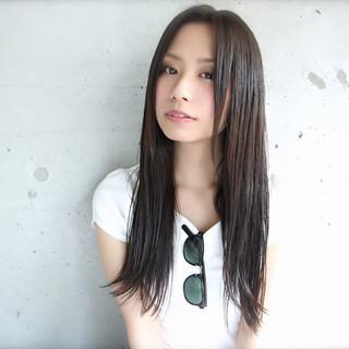 黒髪 外ハネ ナチュラル センターパート ヘアスタイルや髪型の写真・画像