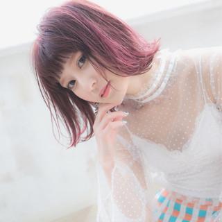 ピンク ボブ こなれ感 外ハネ ヘアスタイルや髪型の写真・画像