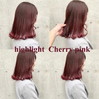 ミディアム ピンク インナーカラー レッド ヘアスタイルや髪型の写真・画像 ヘアスタイルや髪型の写真・画像