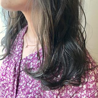鎖骨ミディアム インナーカラー ハイトーン セミロング ヘアスタイルや髪型の写真・画像