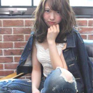 前髪あり セミロング ミルクティー パーマ ヘアスタイルや髪型の写真・画像