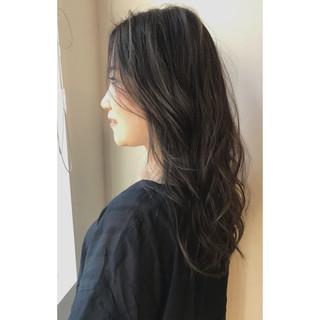 ハイライト スモーキーカラー バレイヤージュ フェミニン ヘアスタイルや髪型の写真・画像