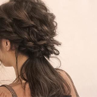 簡単ヘアアレンジ 結婚式 フェミニン ウェーブ ヘアスタイルや髪型の写真・画像