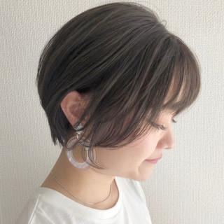 ミニボブ ショート デート グレージュ ヘアスタイルや髪型の写真・画像