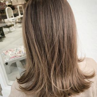 ナチュラルベージュ 透明感カラー ナチュラル ベージュ ヘアスタイルや髪型の写真・画像