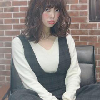 前髪あり ミディアム パーマ ミルクティー ヘアスタイルや髪型の写真・画像