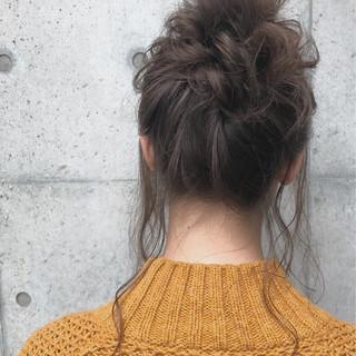 ミディアム デート ヘアアレンジ ナチュラル ヘアスタイルや髪型の写真・画像