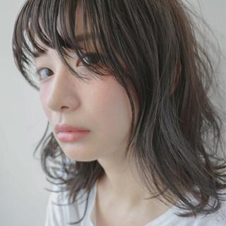 くせ毛風 ミディアム ナチュラル 大人かわいい ヘアスタイルや髪型の写真・画像 ヘアスタイルや髪型の写真・画像