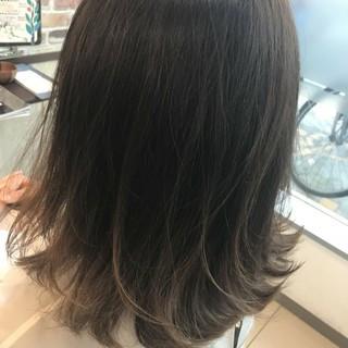 ナチュラル グレージュ グラデーションカラー ハイライト ヘアスタイルや髪型の写真・画像