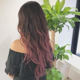 ガーリー ロング グラデーションカラー ベリーピンク ヘアスタイルや髪型の写真・画像