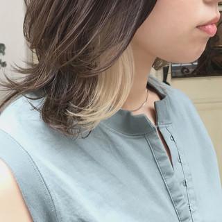 ウルフカット インナーカラーホワイト セミロング インナーカラー ヘアスタイルや髪型の写真・画像
