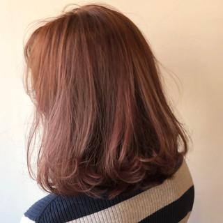 切りっぱなしボブ ミルクティーベージュ 地毛風カラー ミディアム ヘアスタイルや髪型の写真・画像