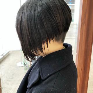 刈り上げ ミディアム 前下がり 前下がりショート ヘアスタイルや髪型の写真・画像
