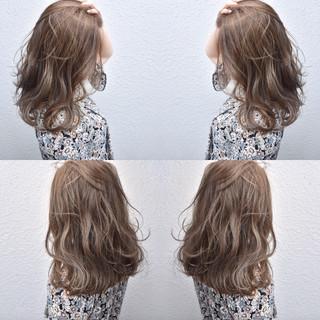 ハイライト アッシュベージュ セミロング ベージュ ヘアスタイルや髪型の写真・画像 ヘアスタイルや髪型の写真・画像