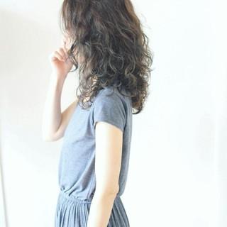 ミディアム フェミニン 小顔 こなれ感 ヘアスタイルや髪型の写真・画像