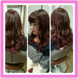 ウェットヘア グラデーションカラー パンク レッド ヘアスタイルや髪型の写真・画像