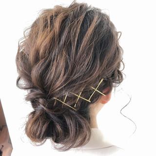 ルーズ アンニュイほつれヘア 結婚式 フェミニン ヘアスタイルや髪型の写真・画像