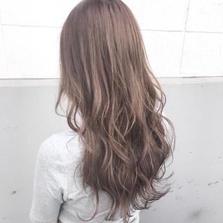 アッシュ ミルクティー フェミニン ハイライト ヘアスタイルや髪型の写真・画像