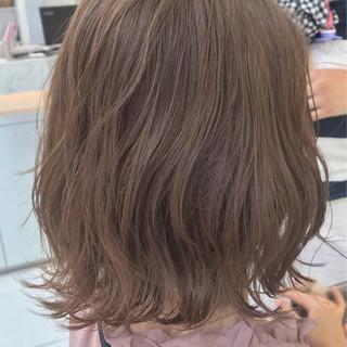 インナーカラー 切りっぱなしボブ ハイトーン ブリーチ ヘアスタイルや髪型の写真・画像