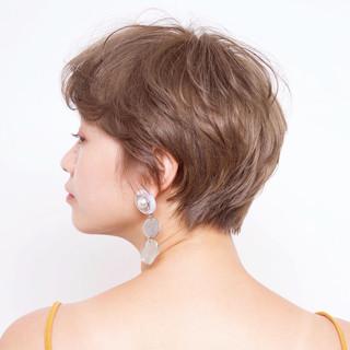 ミルクティーグレージュ ショート ベージュ 外国人風 ヘアスタイルや髪型の写真・画像