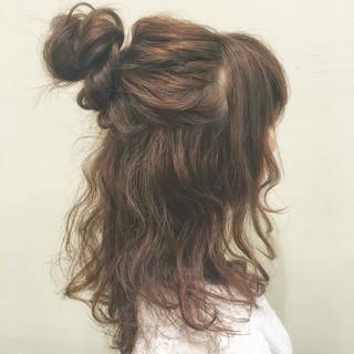 ハーフアップ ヘアアレンジ フェミニン お団子 ヘアスタイルや髪型の写真・画像