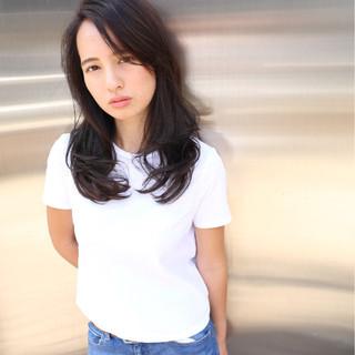 外国人風 セミロング コンサバ 暗髪 ヘアスタイルや髪型の写真・画像