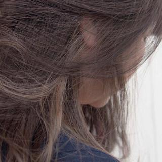 インナーカラーグレー ヘアアレンジ インナーカラー アウトドア ヘアスタイルや髪型の写真・画像