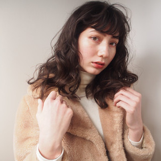 外ハネ くせ毛風 ナチュラル セミロング ヘアスタイルや髪型の写真・画像