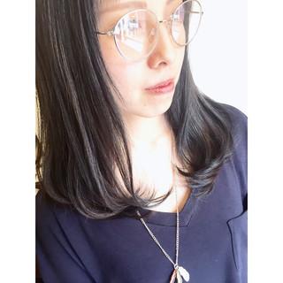 ミディアム アッシュ グレー ブルーアッシュ ヘアスタイルや髪型の写真・画像