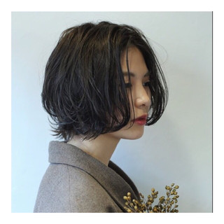 センターパート ボブ ナチュラル パーマ ヘアスタイルや髪型の写真・画像
