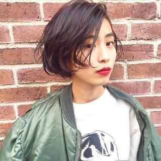 ストリート リップライン ショートボブ 暗髪 ヘアスタイルや髪型の写真・画像
