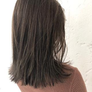 ベージュ ナチュラル 切りっぱなし ロブ ヘアスタイルや髪型の写真・画像