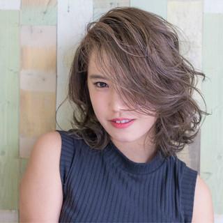 透明感 小顔 ミディアム フェミニン ヘアスタイルや髪型の写真・画像