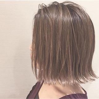 外国人風 グレージュ ローライト モード ヘアスタイルや髪型の写真・画像