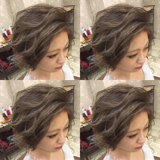 ストリート くせ毛風 アッシュ ショート ヘアスタイルや髪型の写真・画像