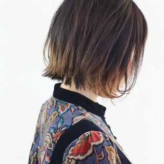 バレイヤージュ 外ハネ ストリート ボブ ヘアスタイルや髪型の写真・画像