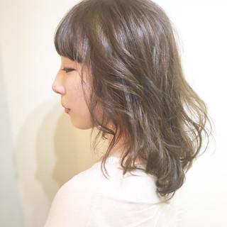 リラックス 小顔 インナーカラー こなれ感 ヘアスタイルや髪型の写真・画像
