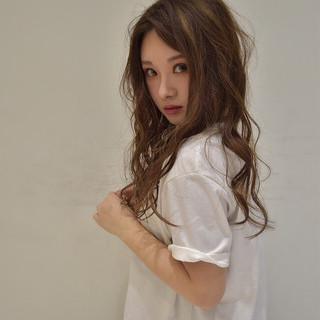 大人女子 アンニュイ 斜め前髪 ウェーブ ヘアスタイルや髪型の写真・画像