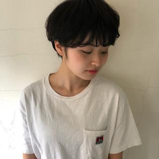 ナチュラル ショート 暗髪 黒髪 ヘアスタイルや髪型の写真・画像 ヘアスタイルや髪型の写真・画像