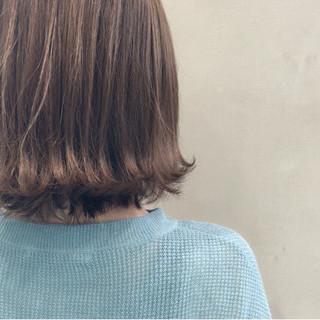 切りっぱなし 外ハネ グレージュ ナチュラル ヘアスタイルや髪型の写真・画像