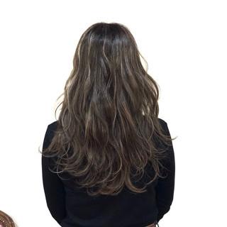 波ウェーブ グレージュ ハイライト フェミニン ヘアスタイルや髪型の写真・画像