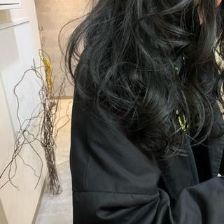 ブルーブラック 暗髪 ナチュラル ネイビーブルー ヘアスタイルや髪型の写真・画像