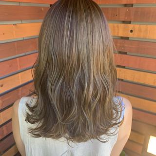 ハイライト ヘアカラー ロング ナチュラル ヘアスタイルや髪型の写真・画像