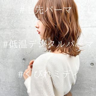 フェミニン デジタルパーマ ミディアム モテ髪 ヘアスタイルや髪型の写真・画像