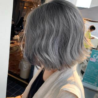 シルバーアッシュ 切りっぱなしボブ ダブルブリーチ ボブ ヘアスタイルや髪型の写真・画像