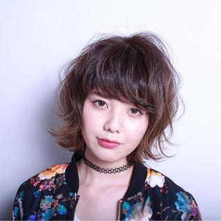 ショート アッシュ ゆるふわ フェミニン ヘアスタイルや髪型の写真・画像