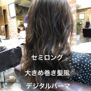 デジタルパーマ アンニュイほつれヘア セミロング パーマ ヘアスタイルや髪型の写真・画像
