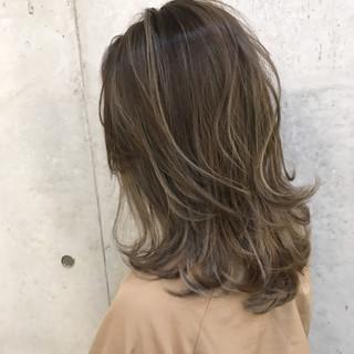 外国人風 ミディアム バレイヤージュ グラデーションカラー ヘアスタイルや髪型の写真・画像