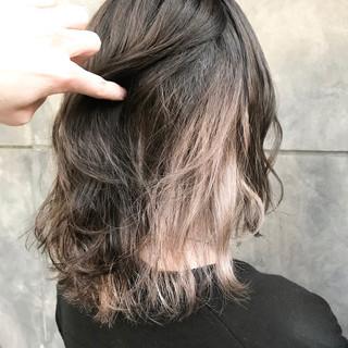 ミディアム インナーカラー ハイトーン ダブルカラー ヘアスタイルや髪型の写真・画像